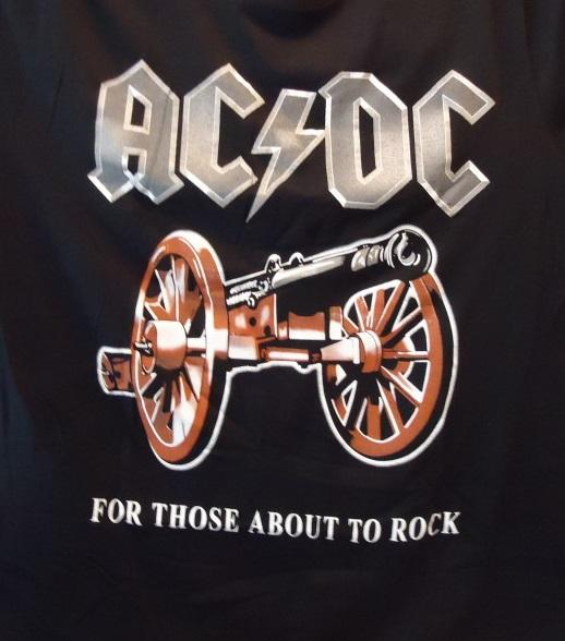 "CAMISETA AC/DC ""For those about to rock"""